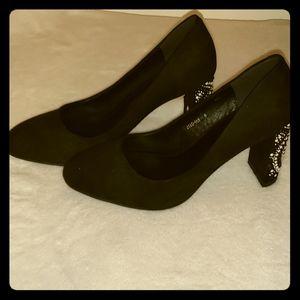 NWT Black Pump sz 8 Embellished Heel